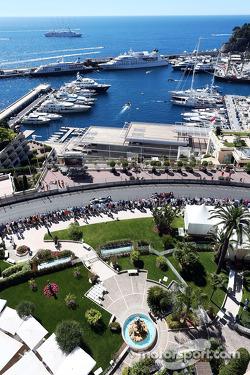 Nico Rosberg, Mercedes AMG F1 W05 leads Sebastian Vettel, Red Bull Racing RB10