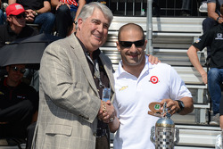 Tony Kanaan gets his starter's ring
