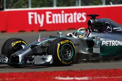 Lewis Hamilton, Mercedes AMG F1 W05 runs wide