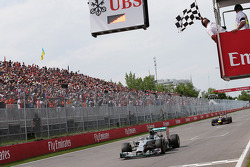 Second placed Nico Rosberg, Mercedes AMG F1 W05 takes the chequered flag at the end of the race