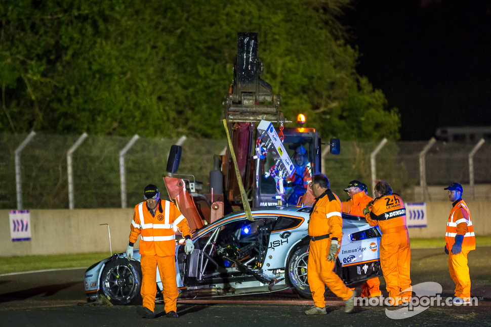 Aftermath of the crash #99 Aston Martin Racing Aston Martin Vantage V8: Alex MacDowall, Darryl O'Young, Fernando Rees