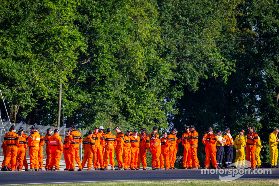 Course marshalls ready for the warmup session at Porsche Curve