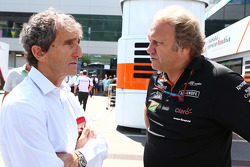 F1: (L to R): Alain Prost, with Robert Fernley, Sahara Force India F1 Team Deputy Team Principal