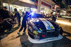 Pit stop for #24 Schulze Motorsport Nissan GT-R Nismo GT3: Kazunori Yamauchi, Tobias Schulze, Michael Schulze, Jordan Tresson