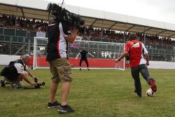 Fernando Alonso, Ferrari takes a penalty kick