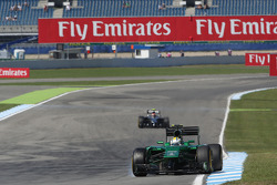 Marcus Ericsson, Caterham CT05 locks up under braking