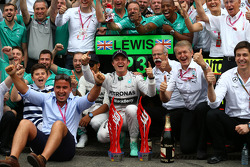 Race winner Nico Rosberg, Mercedes AMG F1 W05 and 3rd place Lewis Hamilton, Mercedes AMG F1 W05