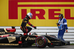 Romain Grosjean, Lotus F1 E22 retired from the race
