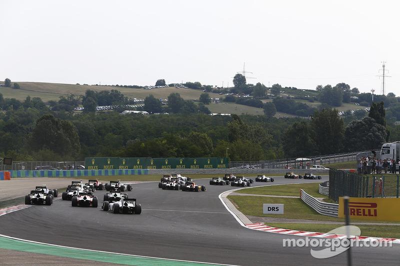 GP2 cars at the start
