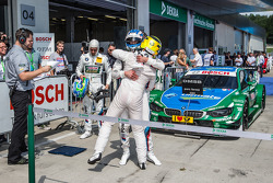 Parc fermé: race winner Marco Wittmann, BMW Team RMG BMW M4 DTM celebrates with Timo Glock, BMW Team MTEK BMW M4 DTM
