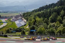 Start: Tom Blomqvist, Jagonya Ayam with Carlin Dallara F312 Volkswagen and Antonio Giovinazzi, Jagonya Ayam with Carlin Dallara F312 Volkswagen
