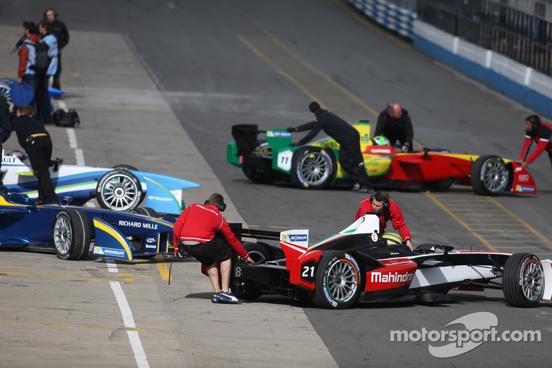 Formula E cars in pitlane