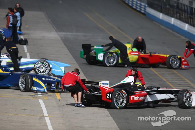 Formula E cars in pitlane
