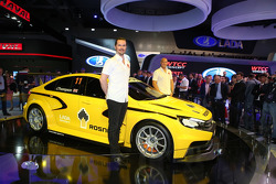 WTCC: Rob Huff and James Thompson with the new LADA WTCC car
