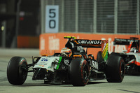 Sergio Perez, Sahara Force India F1 VJM07 with a damaged front wing
