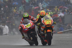 Cal Crutchlow and Aleix Espargaro get close