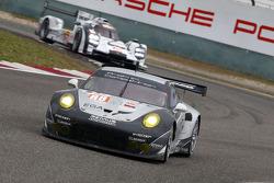 #88 Proton Competition Porsche 911 GT3 RSR: Christian Ried, Wolf Henzler, Khaled Al Qubaisi