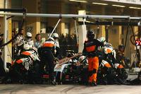 Sergio Perez, Sahara Force India F1 VJM07 makes a pit stop
