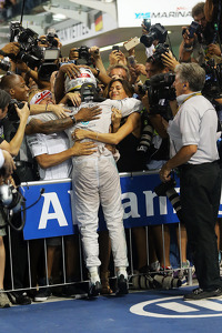 Race winner and World Champion Lewis Hamilton, Mercedes AMG F1 W05 celebrates in parc ferme with brother Nick and girlfriend Nicole Scherzinger, Singer
