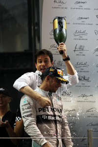 Race winner and World Champion Lewis Hamilton, Mercedes AMG F1 celebrates with Toto Wolff, Mercedes AMG F1 Shareholder and Executive Director on the podium