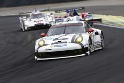 #91 Porsche Team Manthey Porsche 911 RSR: Jörg Bergmeister, Richard Lietz