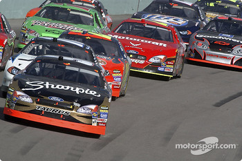 Start: Kurt Busch leads the field