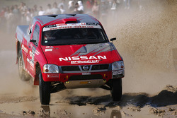 Nissan Rally Raid Team test the Nissan Pickup 2005 at the Baja Portalegre: Colin McRae and Tina Thorner