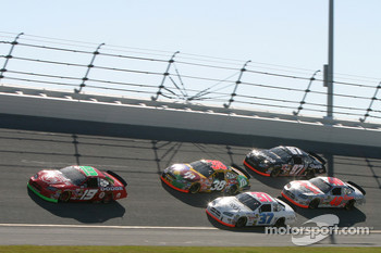 Jeremy Mayfield leads a group of cars in turn 3