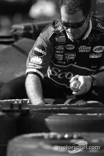 Scott's Ford crew member prepares wheels