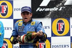 Podium: champagne for race winner Giancarlo Fisichella