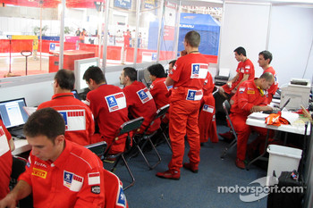 Marlboro Peugeot Total engineers at work
