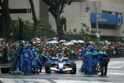 Sauber Petronas demo run in Kuala Lumpur: Pitstop demonstration for Felipe Massa