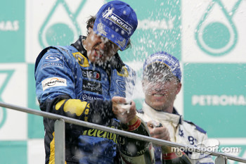 Podium: champagne for race winner Fernando Alonso
