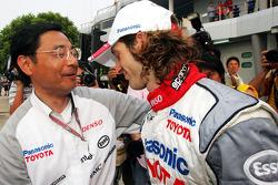 Jarno Trulli celebrates podium finish with Keizo Takahashi