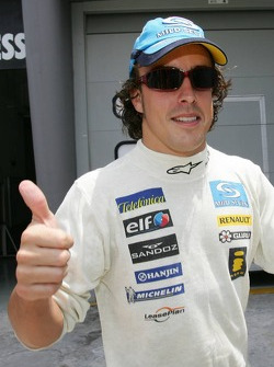 Fernando Alonso celebrates provisional pole