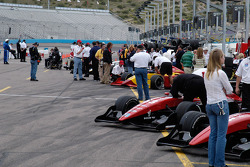 IPS teams line up to qualify