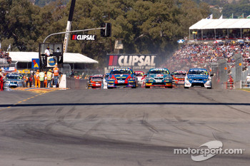 Steven Johnson (17) gets past Russell Ingall at the start