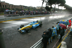 Giancarlo Fisichella drives the Renault F1