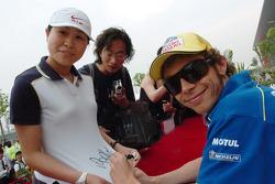 Autograph session: Valentino Rossi