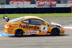 Victory for #8 car of Team Halfords Honda Integra driver Dan Eaves in race 1