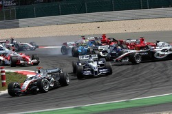 Start: Kimi Raikkonen leads the field, Mark Webber and Juan Pablo Montoya collide