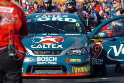 Russell Ingall's crew make some last minute adjustments