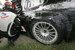 Lost screw on the T2M Motorsport Porsche 911 GT3