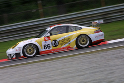 #86 Noble Group-Gruppe M Racing Porsche 911 GT3 RSR: Matthew Marsh, Darryl O'Young