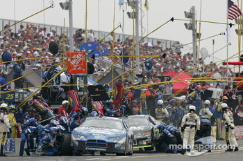 Pitstop for Rusty Wallace and Brian Vickers