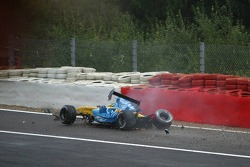 Giancarlo Fisichella crashes