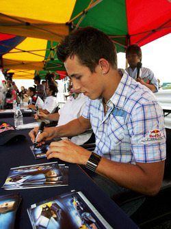 Autograph session: Christian Klien