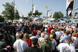 Rusty Wallace Court of Legends induction: Rusty Wallace talks to fans
