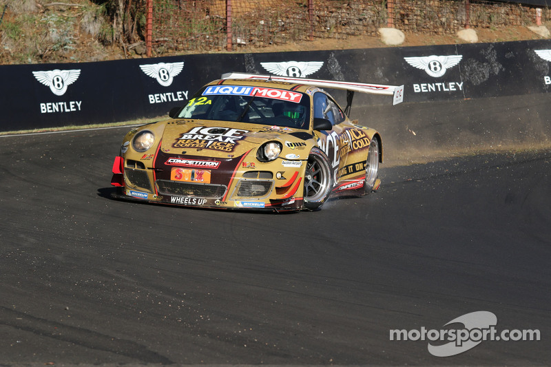 #12 Porsche GT3 R: David Calvert-Jones, Patrick Long, Chris Pither in problemen