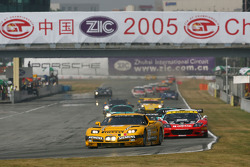#6 GLPK Racing Corvette C5-R: Bert Longin, Anthony Kumpen, Mike Hezemans leads the field